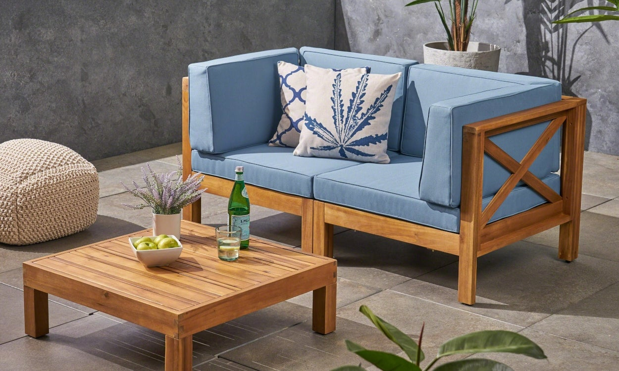 How-to-Choose-Patio-Furniture-for-Small-Spaces-Hero