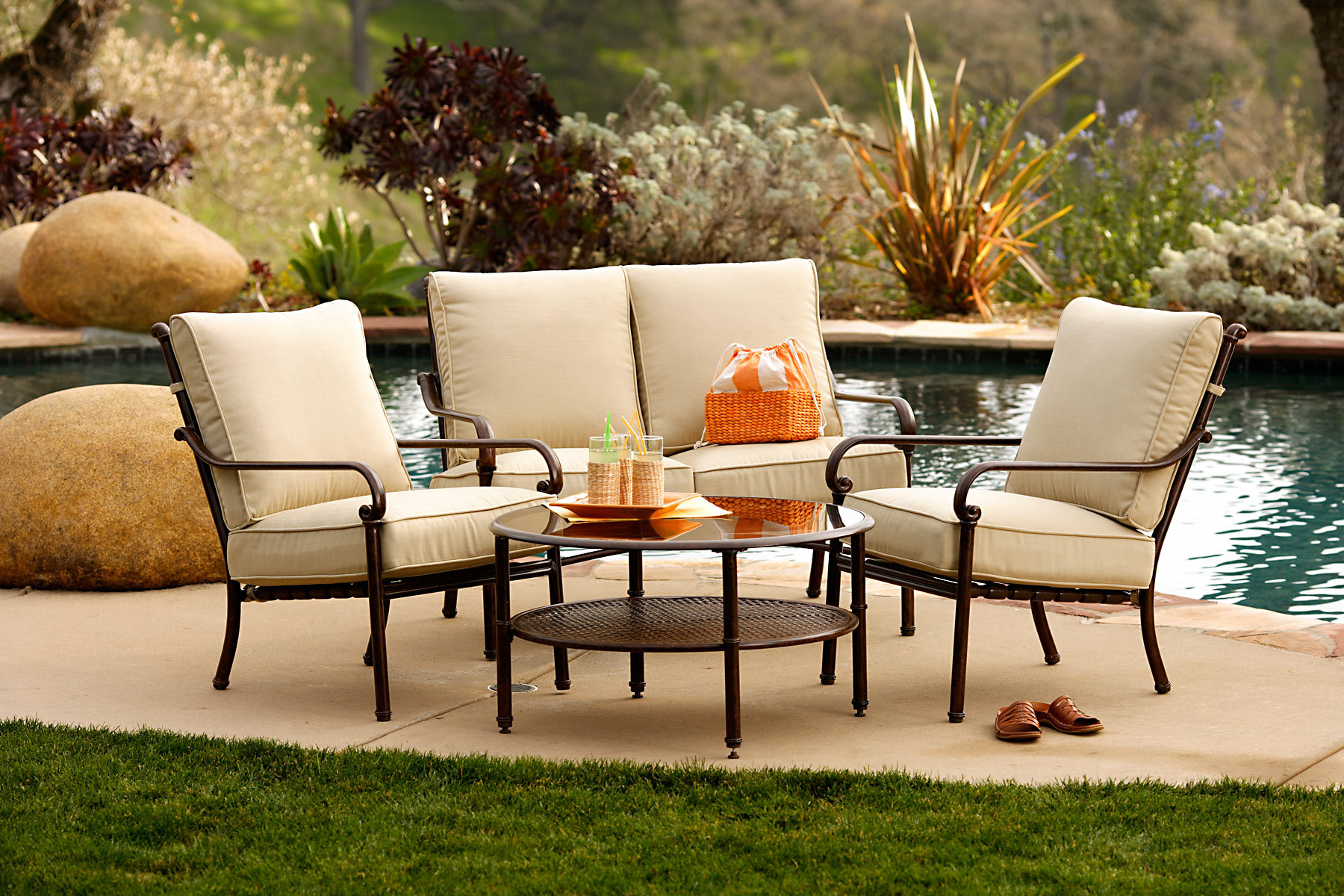 Metal-Patio-Furniture-Sets-for-Outdoor-Small-Spaces